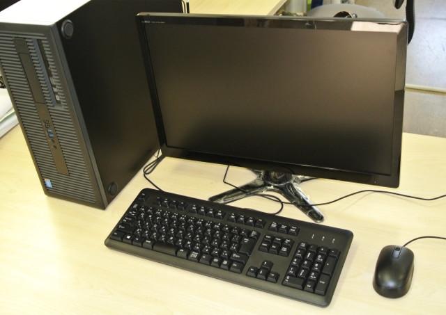 机とディスプレイの高さ
